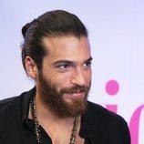 El actor Can Yaman sonríe para la prensa española