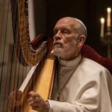 John Malkovich toca el arpa en 'The New Pope'
