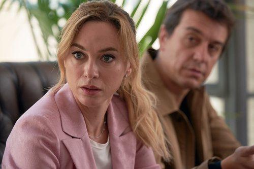 Marta Hazas y Javier Veiga en la segunda temporada de 'Pequeñas coincidencias'