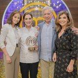 Isabel Preysler, Tamara Falcó, Mario Vargas Llosa y Xandra Falcó, en 'MasterChef Celebrity 4'