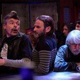 Coque, Fermín y Vicente visitan el bar en el 11x11 de 'La que se avecina'