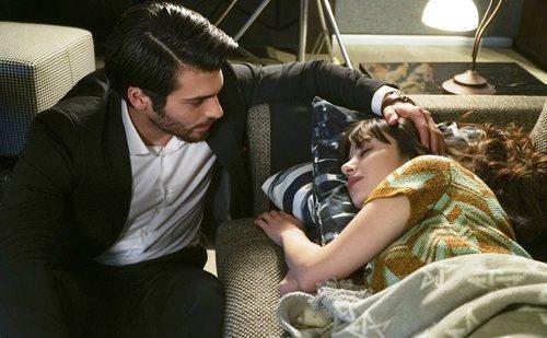 Can Yaman y Özge Gürel protagonizan la serie turca 'Dolunay'