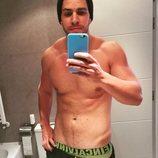 Diego Matamoros posa sexy y sin camiseta frente al espejo