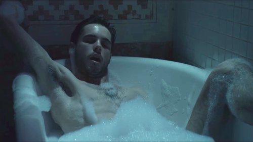 Bruno (David Solans), desnudo en una secuencia sexual de 'Merlí: Sapere Aude'