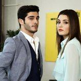 Hayat y Murat en la empresa textil de 'Hayat: Amor sin palabras'