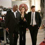 """Brennan y Booth en """"Un hombre en el excusado"""" de 'Bones'"""