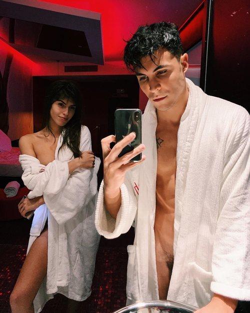 Sofía Suescun y Kiko Jiménez, desnudos frente al espejo