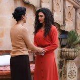 Reyyan (Ebru Sahin) hablando con Zehra Sadoglu (Feride Çetin) en  'Hercai'