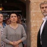 Hazar Sadoglu (Serhat Tutumluer) con Zehra Sadoglu (Feride Çetin) en 'Hercai'