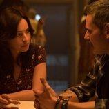 Alejandra y Conrado charlan en la segunda temporada de 'El embarcadero'