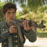 La Flaca (Isabel Naveira) apunta con un arma en 'Vis a vis: El oasis'