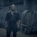 Henry Cavill da vida a Geralt de Rivia en 'The Witcher'