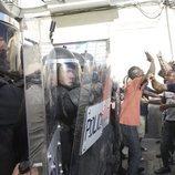 Escena de un enfrentamiento policial en 'Antidisturbios'