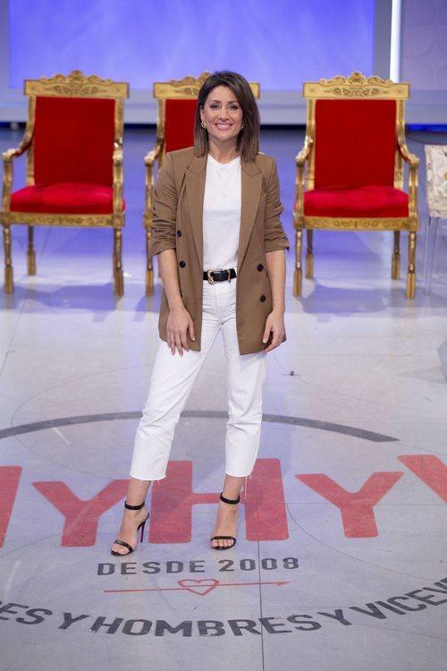Nagore Robles posa como presentadora de 'Mujeres y hombres y viceversa'