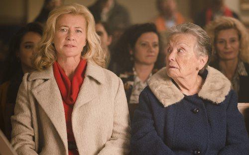 Ana Duato y María Galiana en una escena de la 20ª temporada de 'Cuéntame cómo pasó'
