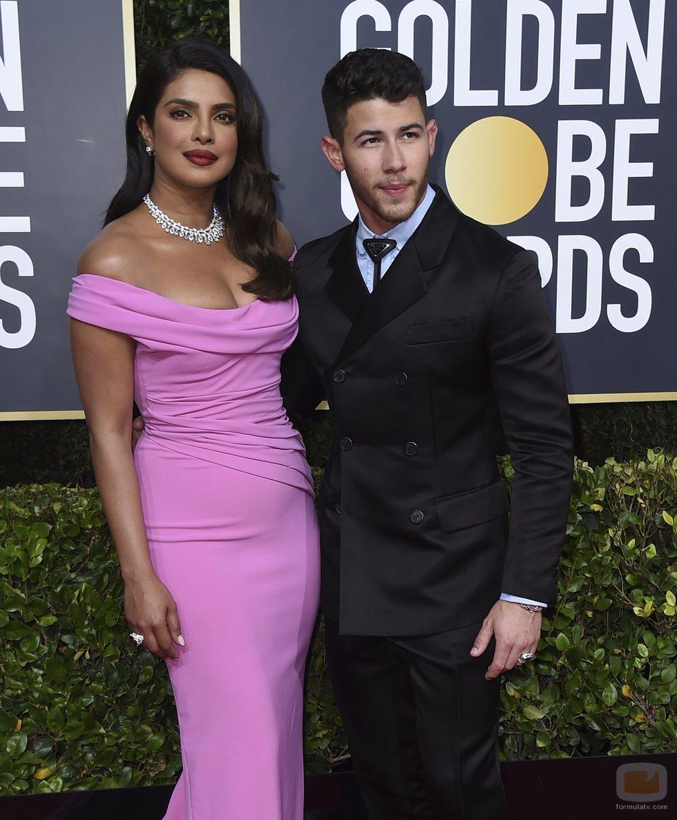 Priyanka Chopra y Nick Jonas en la alfombra roja de los Globos de Oro 2020
