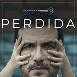 Antonio (Daniel Grao) rodeado por las manos de su hija en el cartel de 'Perdida'
