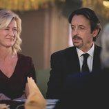 Mercedes y su pareja Max se encuentran con Antonio en Nochevieja de 1990 en 'Cuéntame cómo pasó'