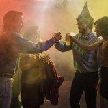 Salva y María celebran la Nochevieja con amigos en 'Cuéntame cómo pasó'