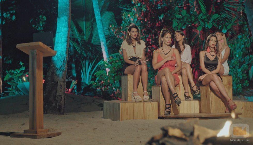 Susana, Fiama, Adelina, Fani y Andrea, en la ceremonia de la hoguera de 'La isla de las tentaciones'