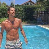 Cesc Escolà, responsable de fitness en 'OT 2020', posa sexy en una piscina