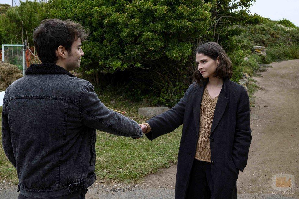 Vega (Alba Galocha) conoce a Gael (Nacho Nugo) en 'Néboa'