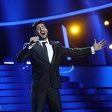 Jorge González como Miguel Poveda en la Gala 2 de 'Tu cara me suena 8'