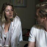 Deborah (Paloma Bloyd) y Toni (Pablo Rivero) en el capítulo 20x14 de 'Cuéntame'