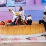 Los semifinalistas de 'MasterChef Junior 7' juegan en una piscina de chocolate