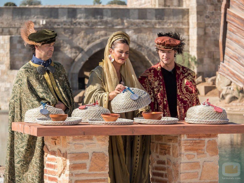 Pepe Rodríguez, Samantha Vallejo-Nágera y Jordi Cruz se visten del siglo XV en 'MasterChef Junior 7'