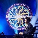 Juanra Bonet se sienta en su puesto en '¿Quién quiere ser millonario?'