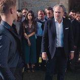 Daniel Arteaga y Nemo Bandeira en una fiesta en el 2x01 de 'Vivir sin permiso'