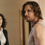 Antonio (Daniel Grao) con la inspectora Eva (Melani Olivares)  en 'Perdida'