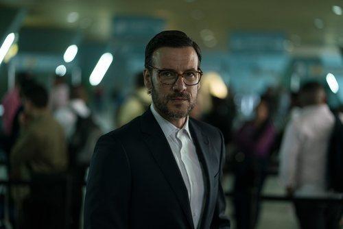 Antonio (Daniel Grao) minutos antes de ser detenido en el aeropuerto en 'Perdida'