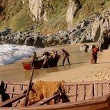 Inés Suárez desembarca en la playa en 'Inés del alma mía'