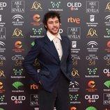 Álex de Lucas posa en la alfombra roja de los Premios Goya 2020