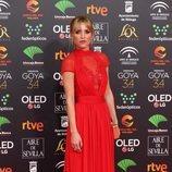 Ana Fernández posa en la alfombra roja de Premios Goya 2020