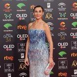 Mona Martínez posa en la alfombra roja de los Premios Goya 2020