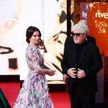 Penélope Cruz y Pedro Almodóvar en la alfombra roja de los Premios Goya 2020