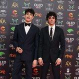 Javier Calvo y Javier Ambrossi en la alfombra roja de los Premios Goya 2020