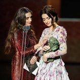 Ángela Molina y Penélope Cruz junto al Premio Goya 2020 de Almodóvar