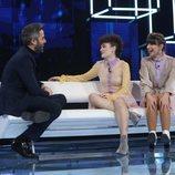Roberto Leal junto a Anne y Maialen en la Gala 2 de 'OT 2020'