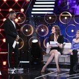 Jorge Javier Vázquez le da la carta a Adara Molinero en la Gala 3 de 'El tiempo del descuento'
