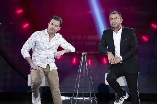 Hugo Castejón y Jorge Javier Vázquez, serios en la Gala 3 de 'El tiempo del descuento'