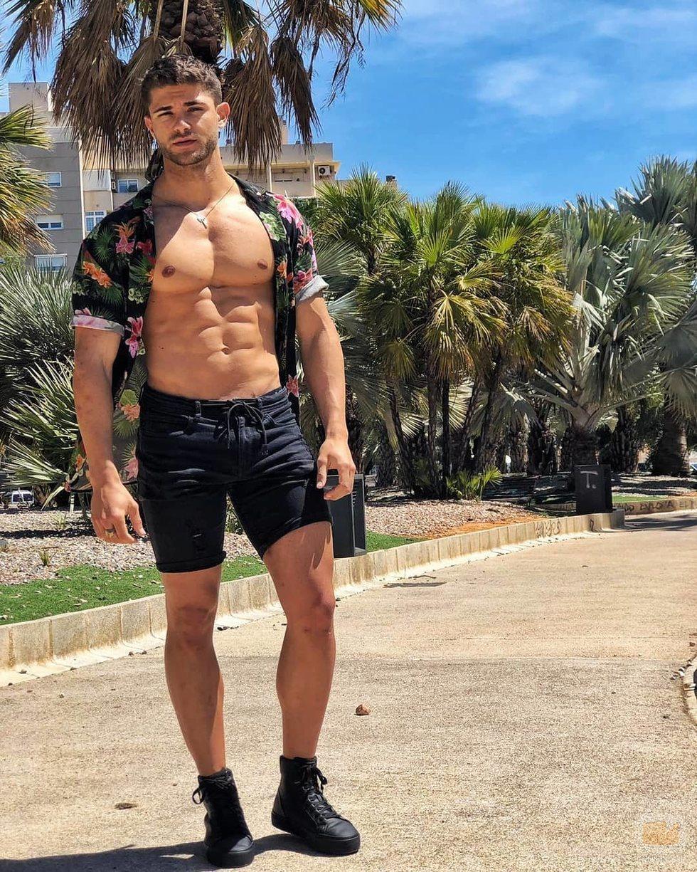 Ismael Nicolás ('La isla de las tentaciones') posa con el pecho desnudo