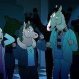 BoJack sale de fiesta con Hollyhock en la temporada final de 'BoJack Horseman'