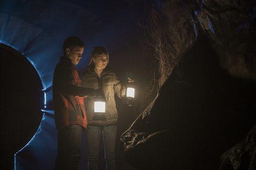 Tyler y Kinsey investigan una gruta en 'Locke & Key'