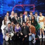 Roberto Leal posa junto con los concursantes en la Gala 3 de 'OT 2020'