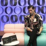 Gianmarco Onestini a punto de abrir la carta de Adara Molinero en la Gala 4 de 'El tiempo del descuento'