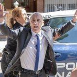 Jesús (Javier Gutiérrez) detenido en la tercera temporada de 'Vergüenza'